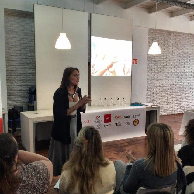 "Nuestra Chef Financiera Nieves Villena imparte el taller ""¿Cuánto vale mi trabajo?"" en Behance Reviews Mallorca"